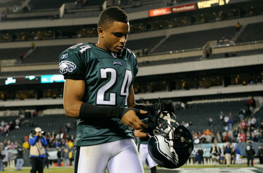PHILADELPHIA, PA - NOVEMBER 27: Nnamdi Asomugha #24 of the Philadelphia Eagles walks off of the field after the New England Patriots won 38-20 at Lincoln Financial Field on November 27, 2011 in Philadelphia, Pennsylvania. (Photo by Patrick McDermott/Getty Images)