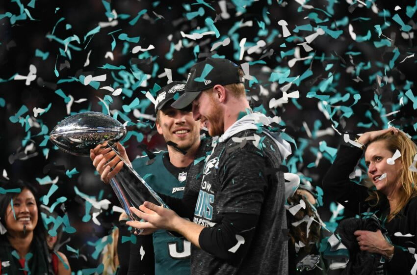 Nick Foles (L) and Carson Wentz (R), Philadelphia Eagles (Photo credit should read TIMOTHY A. CLARY/AFP via Getty Images)
