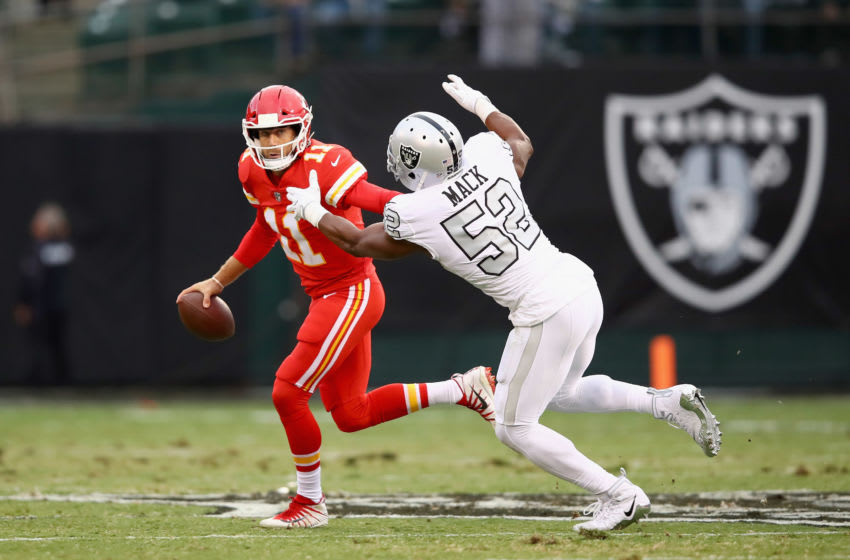OAKLAND, CA - OCTOBER 19: Alex Smith #11 of the Kansas City Chiefs is rushed by Khalil Mack #52 of the Oakland Raiders at Oakland-Alameda County Coliseum on October 19, 2017 in Oakland, California. (Photo by Ezra Shaw/Getty Images)