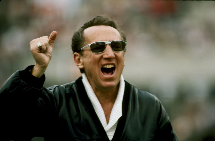 Los Angeles Raiders managing general partner Al Davis encourages his team before their 38-9 win over the Washington Redskins in Super Bowl XVIII on January 22, 1984 at Tampa Stadium. (Photo by Sylvia Allen/Getty Images)
