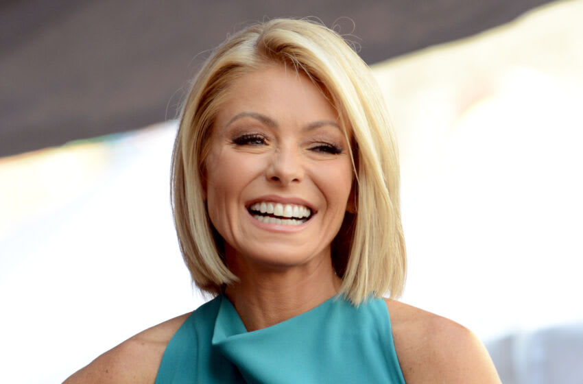 HOLLYWOOD, CA - OCTOBER 12: Talkshow host Kelly Ripa honored with the Star on The Hollywood Walk of Fame on October 12, 2015 in Hollywood, California. (Photo by Albert L. Ortega/Getty Images)