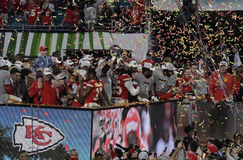 MIAMI, FLORIDE - 02 FÉVRIER: Les chefs de Kansas City célèbrent après avoir battu les 49ers de San Francisco dans le Super Bowl LIV au Hard Rock Stadium le 02 février 2020 à Miami, en Floride. Les Chiefs ont gagné le match 31-20. (Photo par Focus on Sport / Getty Images) *** Légende locale ***