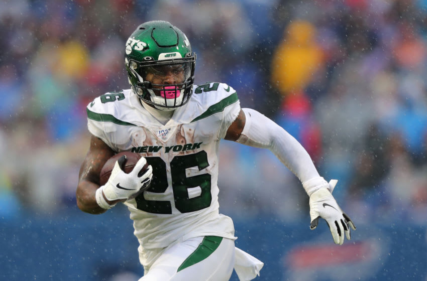 ORCHARD PARK, NY - DECEMBER 29: Le'Veon Bell #26 of the New York Jets runs the ball against the Buffalo Bills at New Era Field on December 29, 2019 in Orchard Park, New York. Jets beat the Bills 13 to 6. (Photo by Timothy T Ludwig/Getty Images)