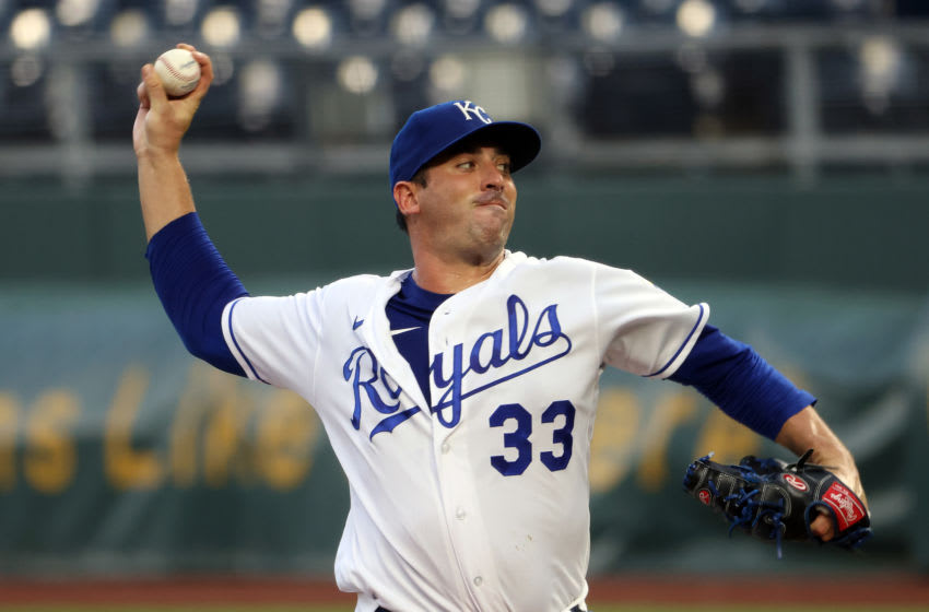 KANSAS CITY, MISSOURI - SEPTEMBER 01: Starting pitcher Matt Harvey #33 of the Kansas City Royals pitches during the 1st inning of the game against the Cleveland Indians at Kauffman Stadium on September 01, 2020 in Kansas City, Missouri. (Photo by Jamie Squire/Getty Images)