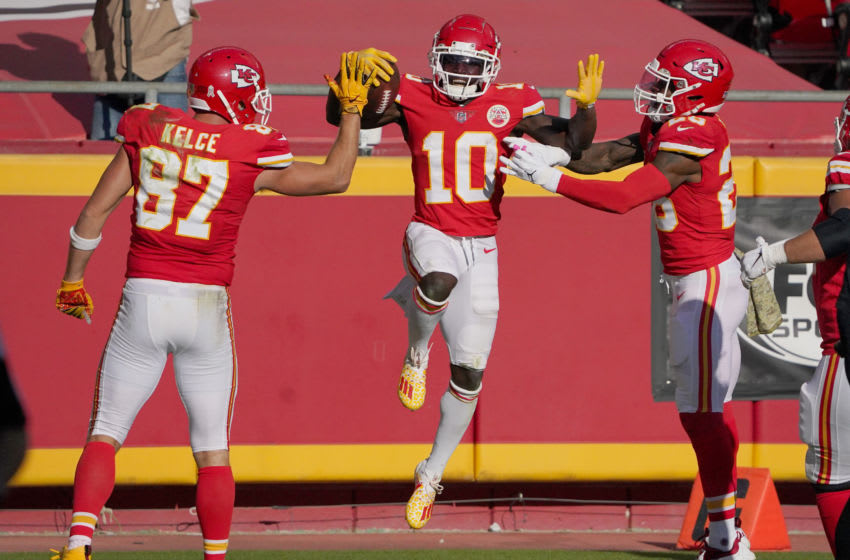 Kansas City Chiefs wide receiver Tyreek Hill (10) celebrates with tight end Travis Kelce (87) and running back Clyde Edwards-Helaire (25) -Mandatory Credit: Denny Medley-USA TODAY Sports