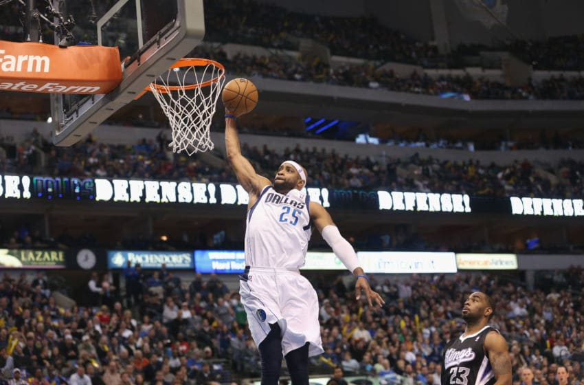 DALLAS, TX - DECEMBER 10: Vince Carter #25 of the Dallas Mavericks makes the slam dunk against Marcus Thornton #23 of the Sacramento Kings at American Airlines Center on December 10, 2012 in Dallas, Texas. NOTE TO USER: User expressly acknowledges and agrees that, by downloading and or using this photograph, User is consenting to the terms and conditions of the Getty Images License Agreement. (Photo by Ronald Martinez/Getty Images)