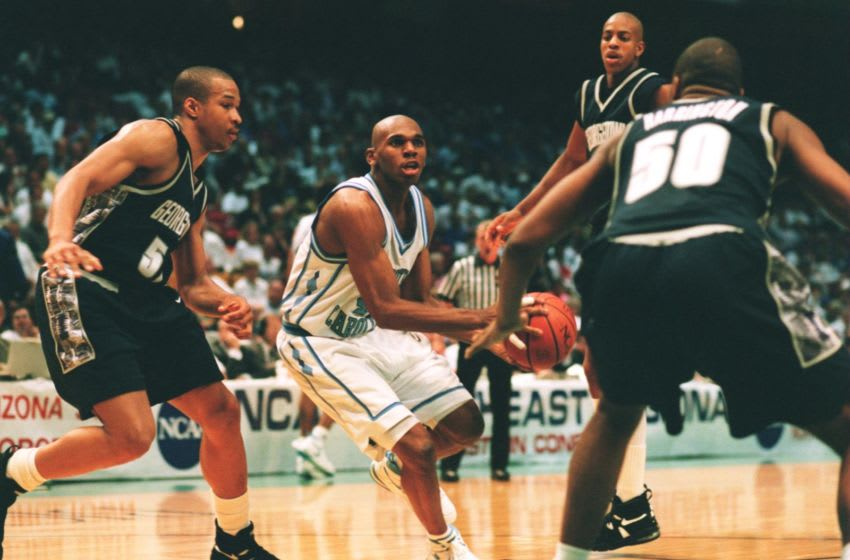 23 MAR 1995: NORTH CAROLINA FORWARD JERRY STACKHOUSE DRIVES INTO THE LANE DURING THE TAR HEELS 74-64 VICTORY OVER THE GEORGETOWN HOYAS IN THE SOUTHEAST SEMI-FINAL OF THE NCAA TOURNAMENT AT THE BIRMINGHAM-JEFFERSON CIVIC CENTER IN BIRMINGHAM, ALABAMA. Man