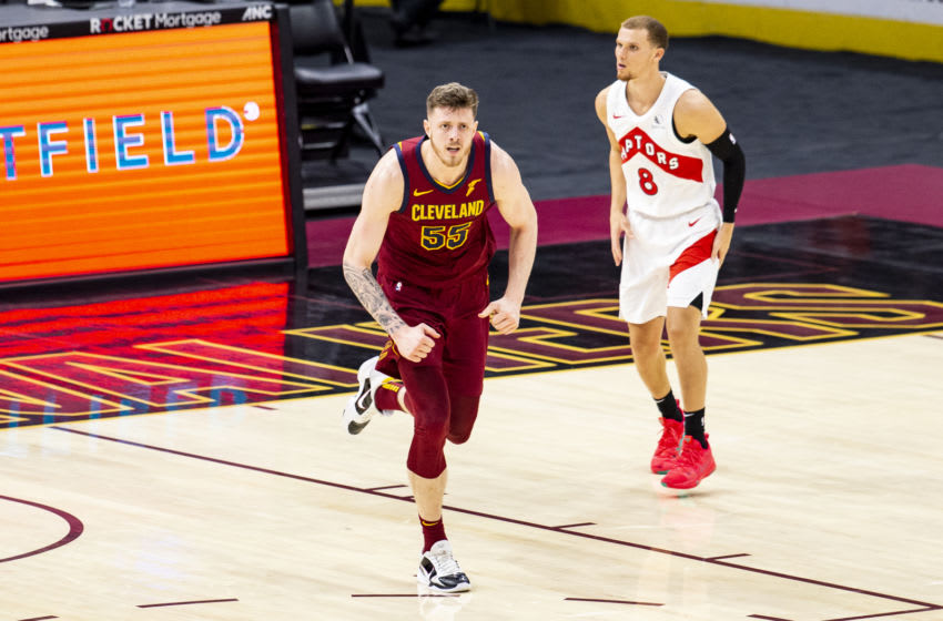Cleveland Cavaliers big Isaiah Hartenstein reacts in-game. (Photo by Lauren Bacho/Getty Images)