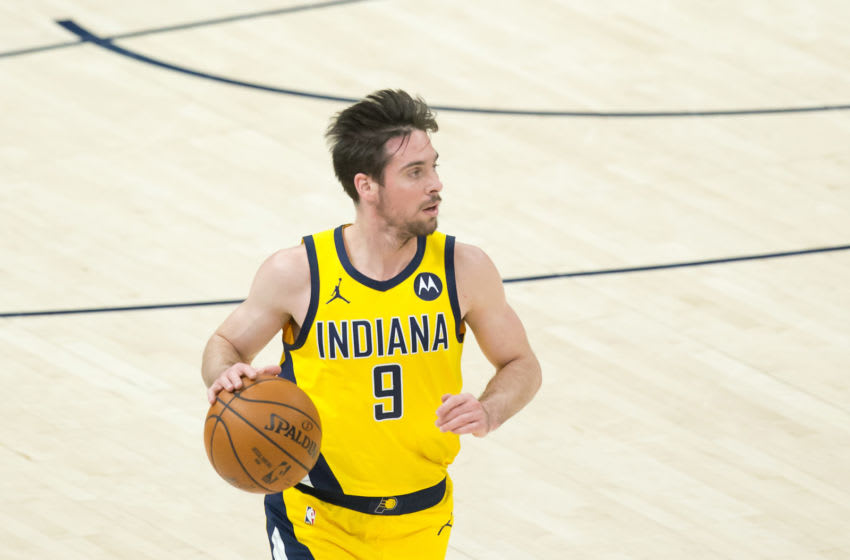 Indiana Pacers guard T.J. McConnell handles the ball. (Photo by Russell Isabella-USA TODAY Sports)