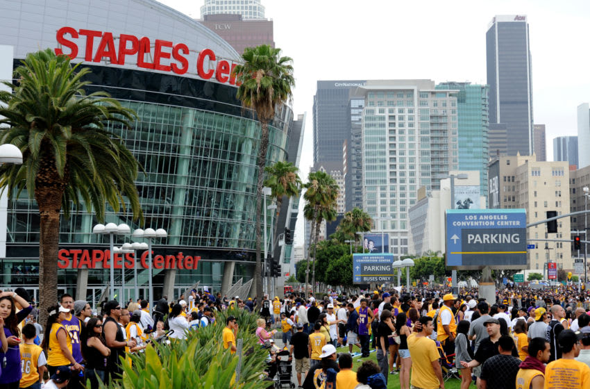 21 June 2010: The massive crowd during the Los Angeles Lakers victory parade through the streets of Los Angeles after defeating the Boston Celtics in seven games to win the NBA Championship. Los Angeles, CA. (Photo by Chris Williams/Icon SMI/Icon Sport Media via Getty Images)