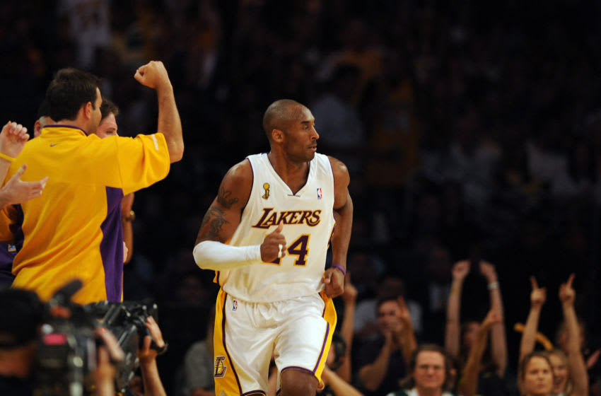 Kobe Bryant of the Los Angeles Lakers is cheered during Game 5 of the 2008 NBA Finals against the Boston Celtics in Los Angeles, California, June 15, 2008. AFP PHOTO / GABRIEL BOUYS (Photo credit should read GABRIEL BOUYS/AFP via Getty Images)