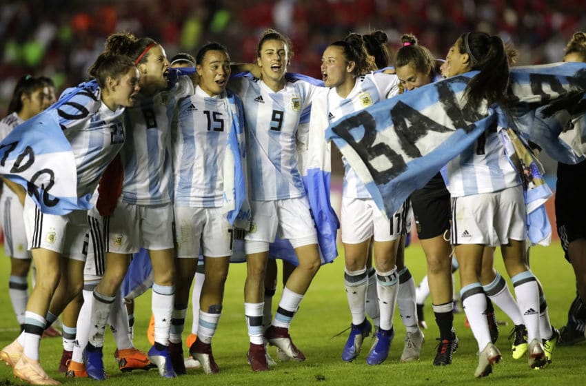 PANAMA, CIUDAD DE, PANAMA - NOVEMBER 13: Players of Argentina celebrate after a second leg match between Argentina and Panama as part of Women's World Cup Qualifier Play Off on November 13, 2018 in Panama, Ciudad de, Panama. (Photo by Getty Images/Getty Images)