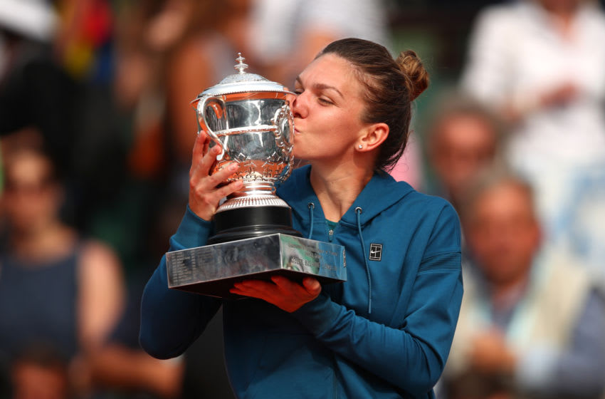 PARIS, FRANCE - JUNE 09: Simona Halep of Romania kisses the trophy as she celebrates victory following the ladies singles final against Sloane Stephens of The United States during day fourteen of the 2018 French Open at Roland Garros on June 9, 2018 in Paris, France. (Photo by Clive Brunskill/Getty Images)