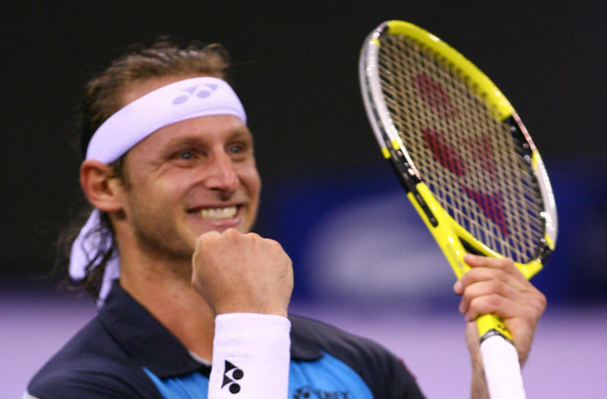Argentina's David Nalbandian celebrates after beating Swiss Roger Federer in the final of the ATP Tennis Masters in Madrid, 21 October 2007. Nalbandian won 1-6, 6-3, 6-3. AFP PHOTO/PHILIPPE DESMAZES (Photo credit should read PHILIPPE DESMAZES/AFP via Getty Images)