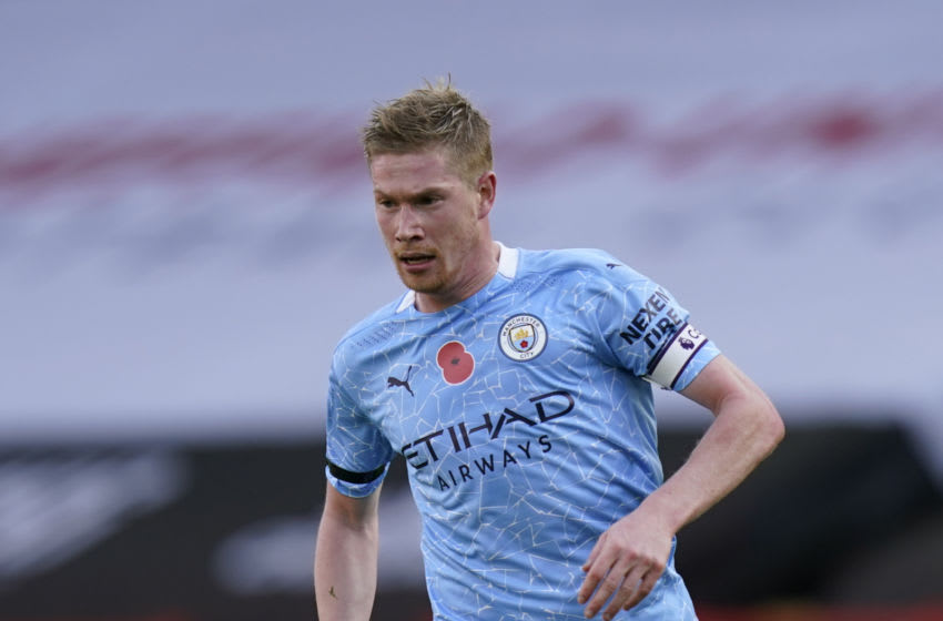 Manchester City's Belgian midfielder Kevin De Bruyne controls the ball during the English Premier League football match between Sheffield United and Manchester City at Bramall Lane in Sheffield, northern England on October 31, 2020. (Photo by Tim Keeton / POOL / AFP) / RESTRICTED TO EDITORIAL USE. No use with unauthorized audio, video, data, fixture lists, club/league logos or 'live' services. Online in-match use limited to 120 images. An additional 40 images may be used in extra time. No video emulation. Social media in-match use limited to 120 images. An additional 40 images may be used in extra time. No use in betting publications, games or single club/league/player publications. / (Photo by TIM KEETON/POOL/AFP via Getty Images)