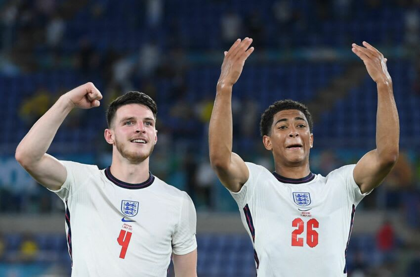 TOPSHOT - England's midfielder Declan Rice (L) and England's midfielder Jude Bellingham celebrate victory after the UEFA EURO 2020 quarter-final football match between Ukraine and England at the Olympic Stadium in Rome on July 3, 2021. (Photo by Ettore Ferrari / POOL / AFP) (Photo by ETTORE FERRARI/POOL/AFP via Getty Images)