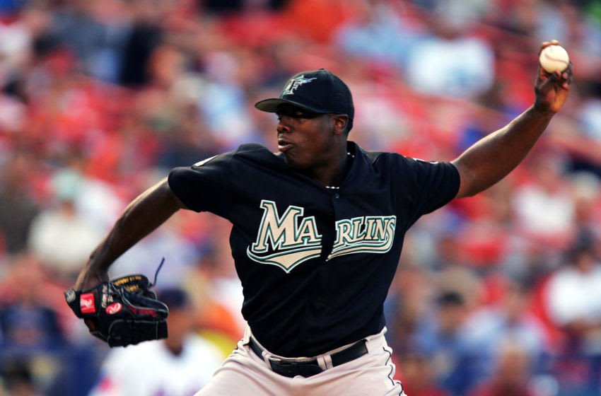 NEW YORK - JULY 19: Starting pitcher Dontrelle Willis #35 of the Florida Marlins pitches against the New York Mets on July 19, 2004 at Shea Stadium in Flushing, New York. (Photo by Ezra Shaw/Getty Images)