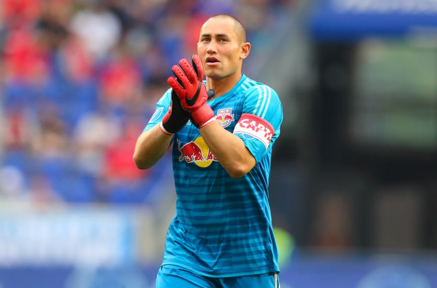 HARRISON, NJ - JUNE 23: New York Red Bulls goalkeeper Luis Robles (31) claps to the crowd during the second half of the Major League Soccer game between the New York Red Bulls and FC Dallas on June 23, 2018, at Red Bull Arena in Harrison, NJ. (Photo by Rich Graessle/Icon Sportswire via Getty Images)