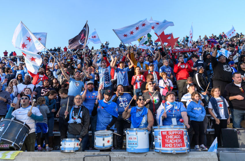 Chicago Red Stars fans cheer during a game..(Photo by Daniel Bartel/ISI Photos/Getty Images).