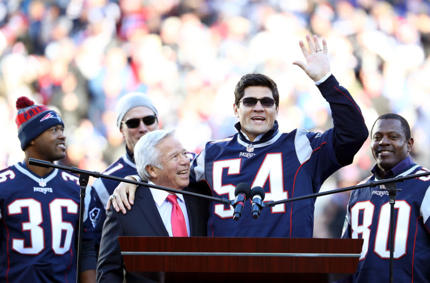 FOXBORO, MA - DECEMBER 04: Troy Brown, Tedy Bruschi, Drew Bledsoe and Troy Brown of the New England Patriots' 2001 Super Bowl winning team is honored along with Patriots CEO and owner Robert Kraft during halftime of the game between the New England Patriots and the Los Angeles Rams at Gillette Stadium on December 4, 2016 in Foxboro, Massachusetts. (Photo by Adam Glanzman/Getty Images)