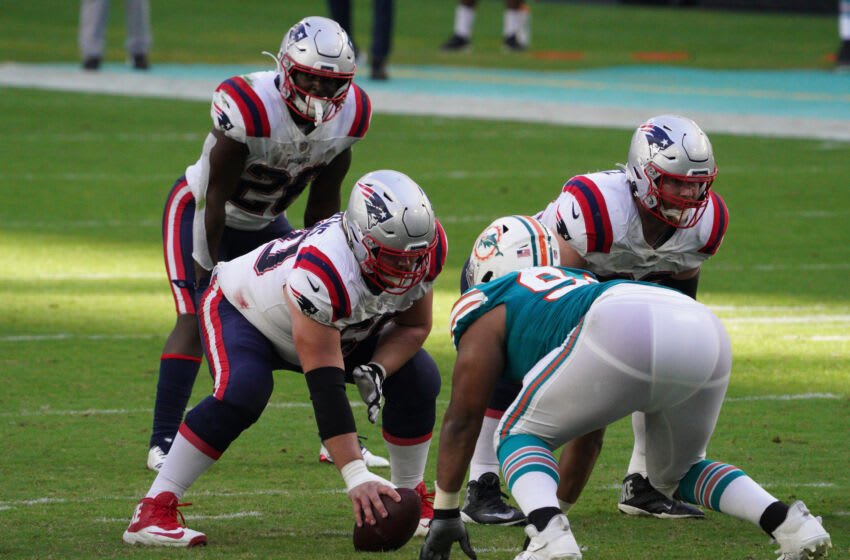 MIAMI GARDENS, FLORIDA - DECEMBER 20: David Andrews #60 of the New England Patriots gets ready to snap the ball during the game against the Miami Dolphins at Hard Rock Stadium on December 20, 2020 in Miami Gardens, Florida. (Photo by Mark Brown/Getty Images)
