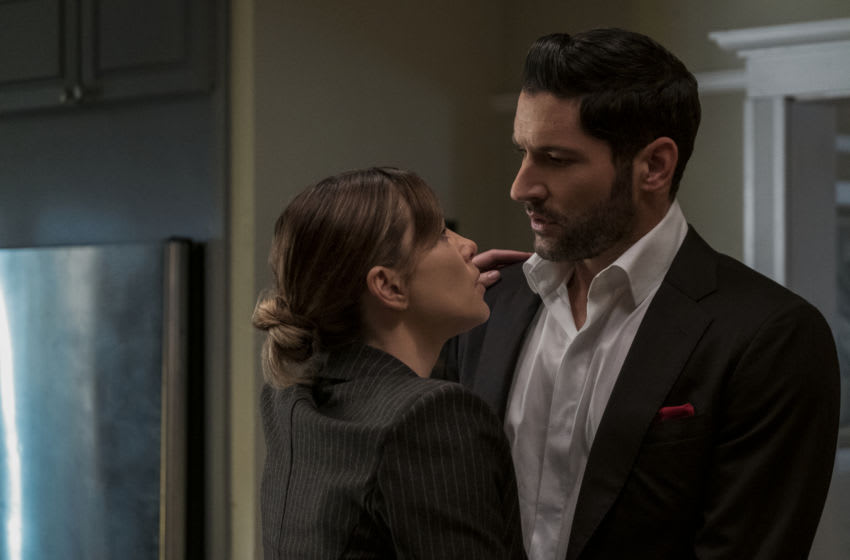 LUCIFER (L to R) LAUREN GERMAN as CHLOE DECKER and TOM ELLIS as LUCIFER MORNINGSTAR in episode 101 of LUCIFER Cr. JOHN P. FLEENOR/NETFLIX © 2020