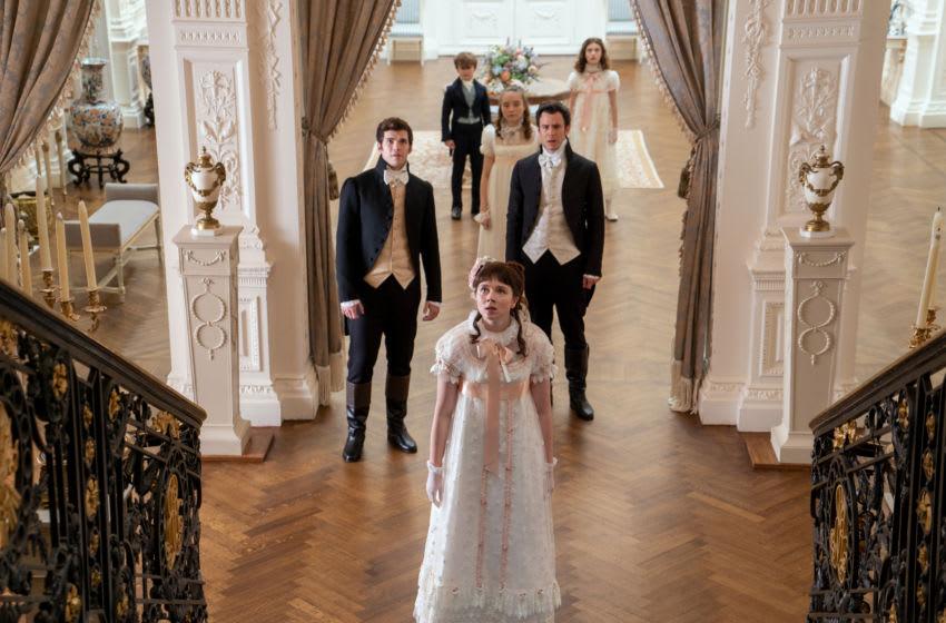 BRIDGERTON (L to R) LUKE NEWTON as COLIN BRIDGERTON, WILL TILSTON as GREGORY BRIDGERTON, CLAUDIA JESSIE as ELOISE BRIDGERTON, RUBY STOKES as FRANCESCA BRIDGERTON, LUKE THOMPSON as BENEDICT BRIDGERTON and FLORENCE HUNT as HYACINTH BRIDGERTON in episode 101 of BRIDGERTON Cr. LIAM DANIEL/NETFLIX © 2020
