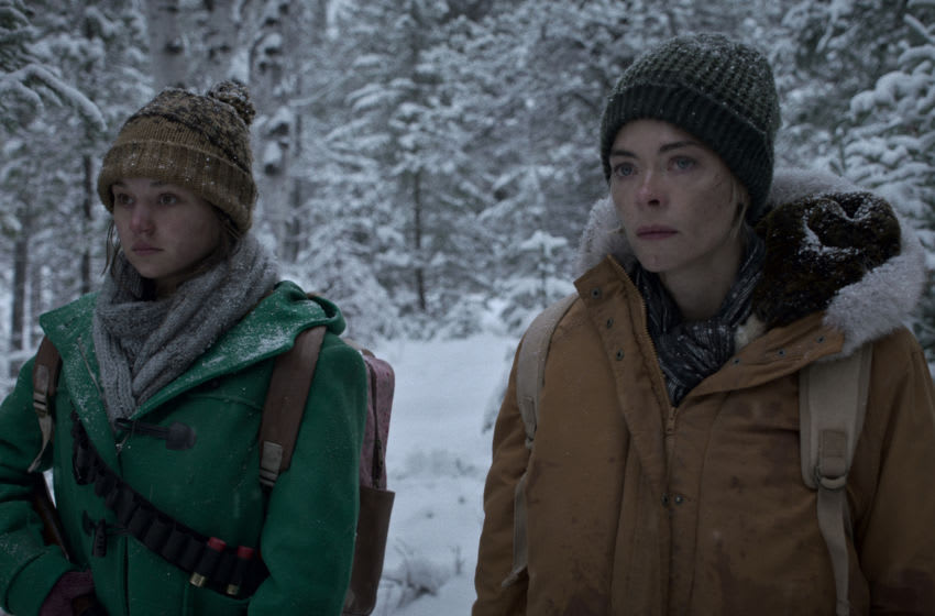 BLACK SUMMER (L to R) ZOE MARLETT as ANNA and JAIME KING as ROSE in episode 206 of BLACK SUMMER Cr. COURTESY OF NETFLIX © 2021