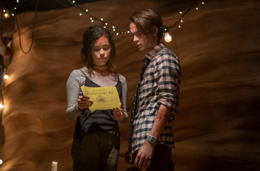 THE BABYSITTER: KILLER QUEEN (L to R) JENNA ORTEGA as PHOEBE and JUDAH LEWIS as COLE in THE BABYSITTER: KILLER QUEEN. Cr. TYLER GOLDEN/NETFLIX © 2020