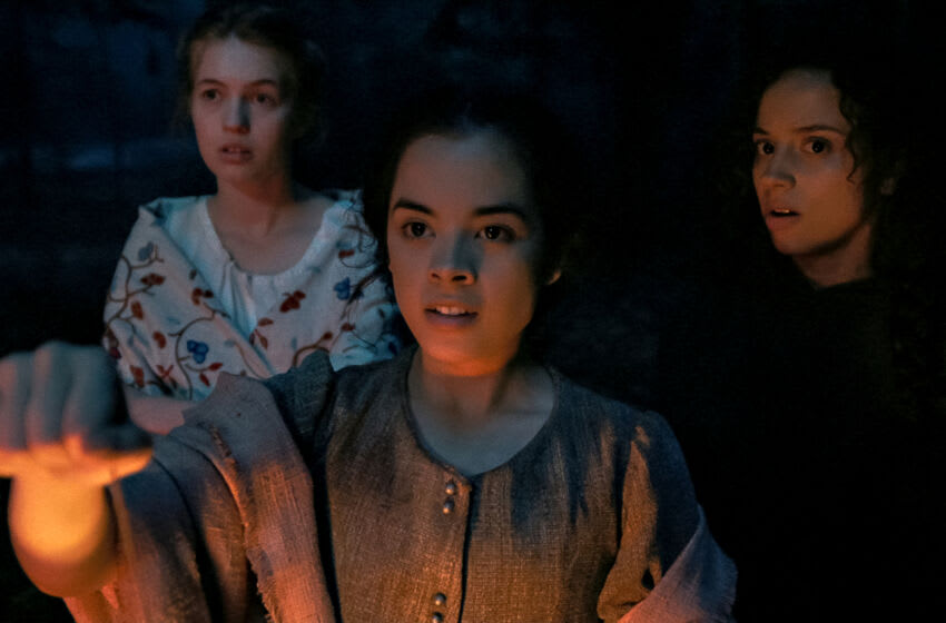 FEAR STREET PART 3: 1666 (L to R) JULIA REHWALD as LIZZIE, OLIVIA SCOTT WELCH AS HANNAH MILLER, and KIANA MADEIRA as SARAH FIER. NETFLIX © 2021