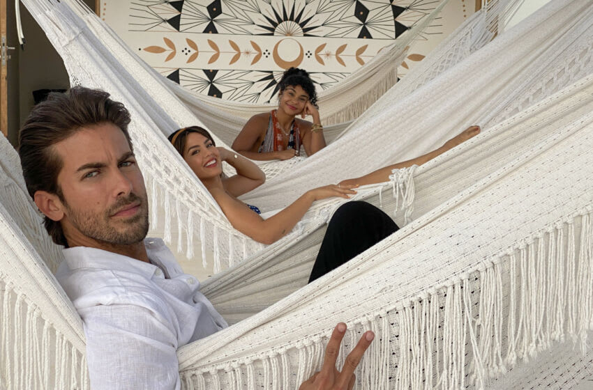 THE WORLD'S MOST AMAZING VACATION RENTALS (L to R) Luis, Megan and Jo in episode 5 of THE WORLD'S MOST AMAZING VACATION RENTALS. Cr. Netflix © 2021
