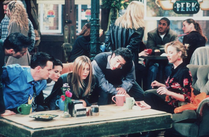1999 Matt Le Blanc, Matthew Perry, Courteney Cox, Jennifer Aniston, David Schwimmer, And Lisa Kudrow Star In The Latest Season Of 'Friends.' (Photo By Getty Images)
