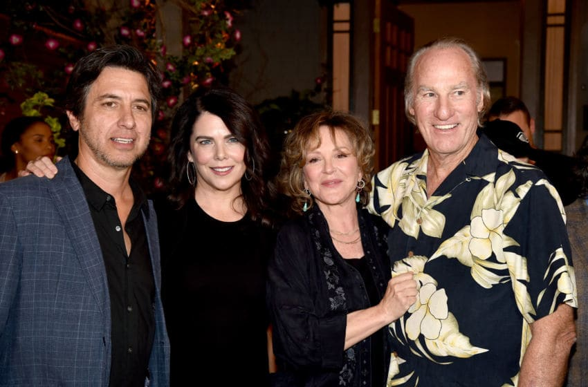 UNIVERSAL CITY, CA - NOVEMBER 07: (L-R) Actors Ray Romano, Lauren Graham, Bonnie Bedelia and Craig T. Nelson pose at NBC's 'Parenthood' 100th episode cake-cutting ceremony at Universal Studios on November 7, 2014 in Universal City, California. (Photo by Kevin Winter/Getty Images)