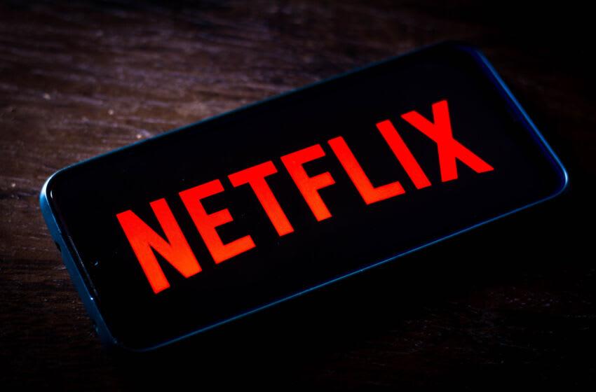 BRASIL - 22/05/2021: En esta ilustración fotográfica, el logotipo de Netflix que se ve en la pantalla de un teléfono inteligente.  Es un proveedor global de películas y series de televisión a través de streaming y actualmente tiene más de 208 millones de suscriptores.  (Ilustración fotográfica de Rafael Henrique / SOPA Images / LightRocket a través de Getty Images)