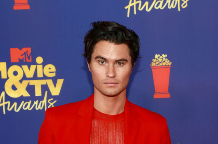 LOS ANGELES, CALIFORNIA - 16 de mayo: Chase Stokes asiste a los Premios MTV Movie & TV 2021 en el Hollywood Palladium el 16 de mayo de 2021 en Los Ángeles, California.  (Foto de Matt Winkelmeyer / Premios MTV Movie and TV 2021 / Getty Images para MTV / ViacomCBS)