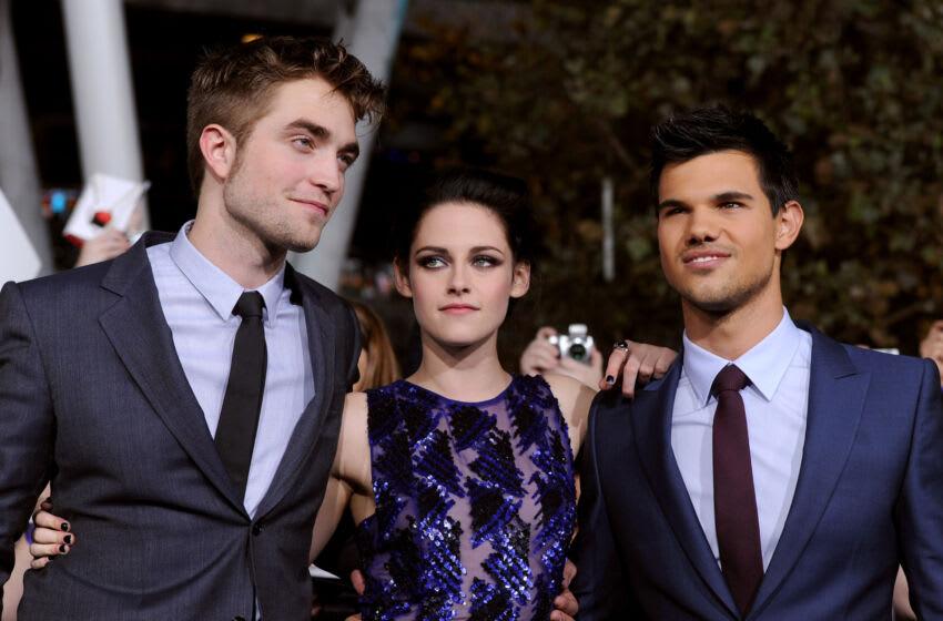 LOS ANGELES, CA - NOVEMBER 14: (L-R) Actors Robert Pattinson, Kristen Stewart, and Taylor Lautner arrive at the premiere of Summit Entertainment's