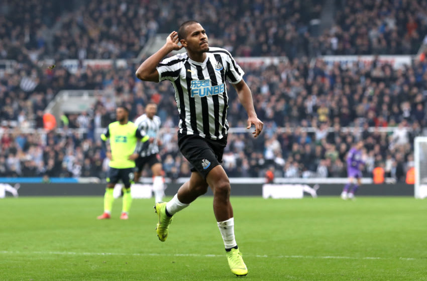 NEWCASTLE UPON TYNE, ENGLAND - FEBRUARY 23: Salomon Rondon of Newcastle United celebrates after scoring his team's first goal during the Premier League match between Newcastle United and Huddersfield Town at St. James Park on February 23, 2019 in Newcastle upon Tyne, United Kingdom. (Photo by Ian MacNicol/Getty Images)