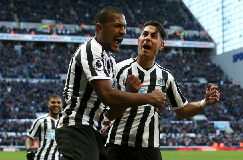 NEWCASTLE UPON TYNE, ENGLAND - MARCH 09: Ayoze Perez of Newcastle United celebrates with teammate Salomon Rondon after scoring his team's third goal during the Premier League match between Newcastle United and Everton FC at St. James Park on March 09, 2019 in Newcastle upon Tyne, United Kingdom. (Photo by Nigel Roddis/Getty Images)