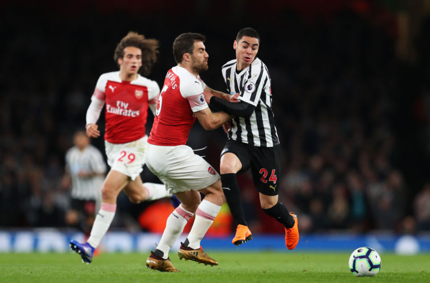LONDON, ENGLAND - APRIL 01: Miguel Almiron of Newcastle United is cahllenged by Sokratis Papastathopoulos of Arsenal during the Premier League match between Arsenal FC and Newcastle United at Emirates Stadium on April 01, 2019 in London, United Kingdom. (Photo by Catherine Ivill/Getty Images)