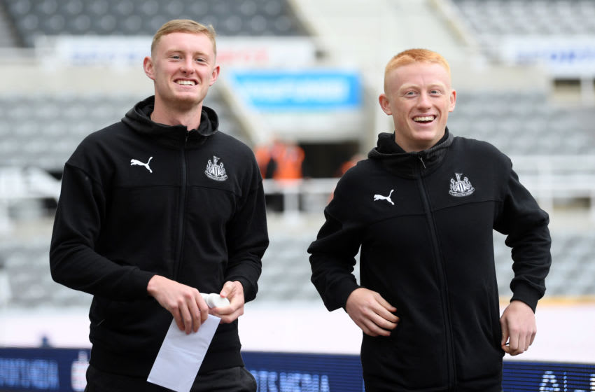 NEWCASTLE UPON TYNE, ENGLAND - AUGUST 11: Sean Longstaff and Matty Longstaff of Newcastle United. (Photo by Stu Forster/Getty Images)