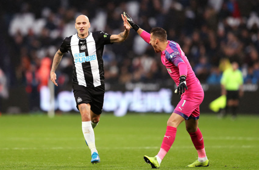 LONDON, ENGLAND - NOVEMBER 02: Jonjo Shelvey of Newcastle United celebrates with teammate Martin Dubravka after scoring his team's third goal during the Premier League match between West Ham United and Newcastle United at London Stadium on November 02, 2019 in London, United Kingdom. (Photo by Alex Pantling/Getty Images)
