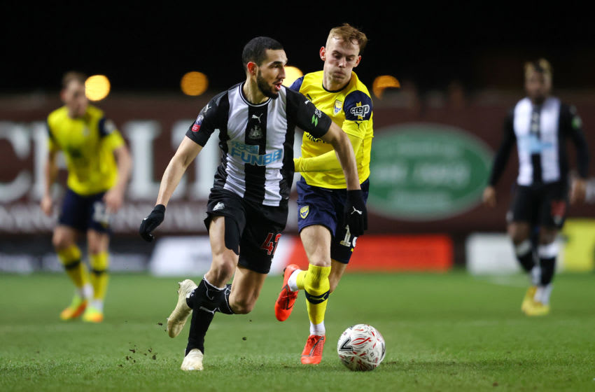 OXFORD, ENGLAND - FEBRUARY 04: Nabil Bentaleb of Newcastle United is challenged by Mark Sykes of Oxford United during the FA Cup Fourth Round Replay match between Oxford United and Newcastle United at Kassam Stadium on February 04, 2020 in Oxford, England. (Photo by Richard Heathcote/Getty Images)