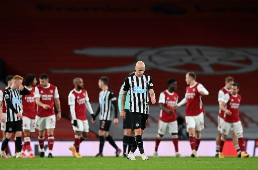 Newcastle United F.C.'s Jonjo Shelvey (C) (Photo by SHAUN BOTTERILL/POOL/AFP via Getty Images)