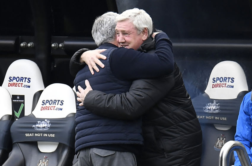 Tottenham Hotspur's Jose Mourinho (L) and Newcastle United's Steve Bruce (R). (Photo by PETER POWELL/POOL/AFP via Getty Images)