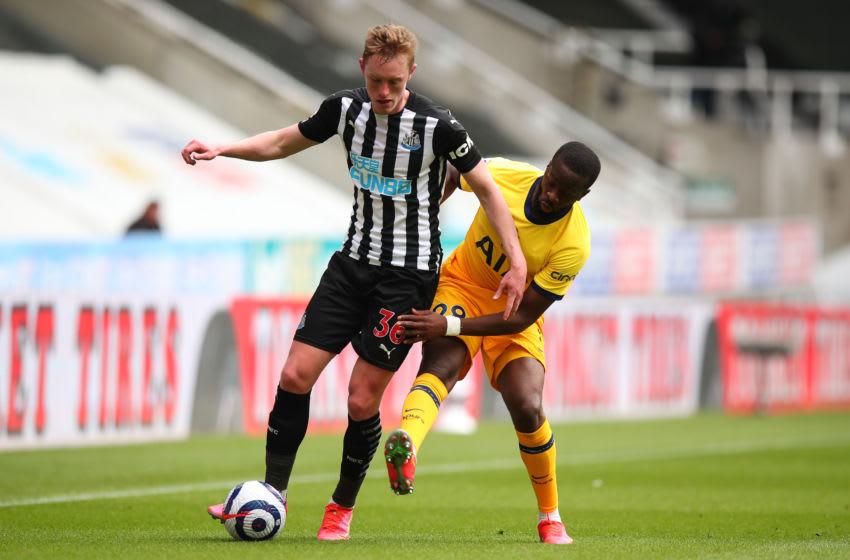 Sean Longstaff of Newcastle United. (Photo by Robbie Jay Barratt - AMA/Getty Images)