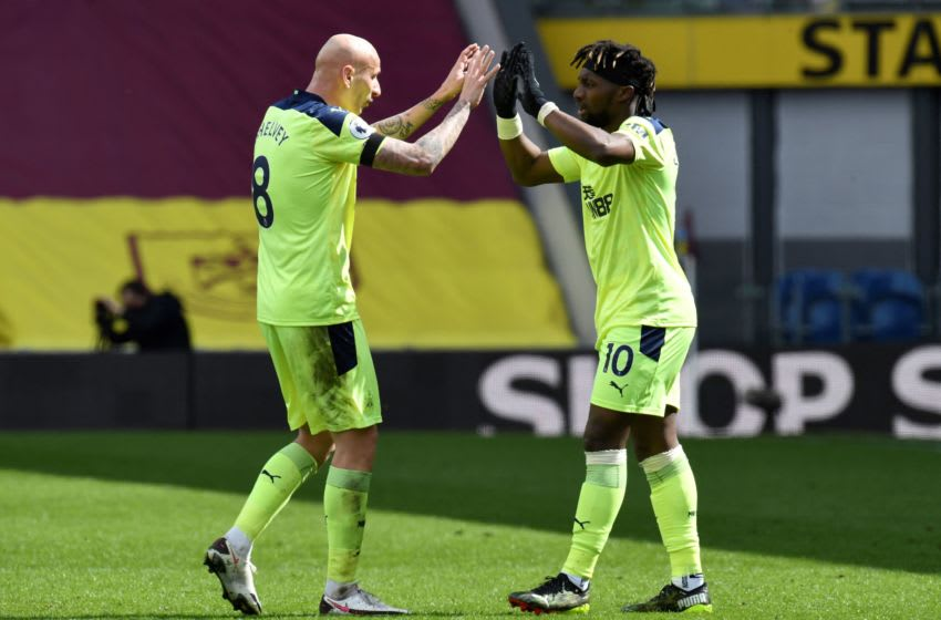 Newcastle United's Allan Saint-Maximin (R) celebrates with Jonjo Shelvey. (Photo by PETER POWELL/AFP via Getty Images)