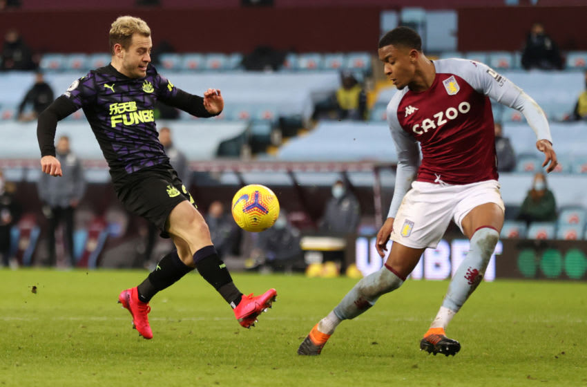 Ryan Fraser of Newcastle United and Ezri Konsa of Aston Villa. (Photo by Clive Brunskill/Getty Images)