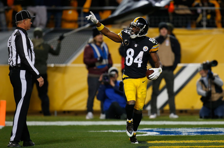 PITTSBURGH, PA - NOVEMBER 26: Antonio Brown #84 of the Pittsburgh Steelers reacts after a 33 yard touchdown reception in the fourth quarter during the game against the Green Bay Packers at Heinz Field on November 26, 2017 in Pittsburgh, Pennsylvania. (Photo by Justin K. Aller/Getty Images)