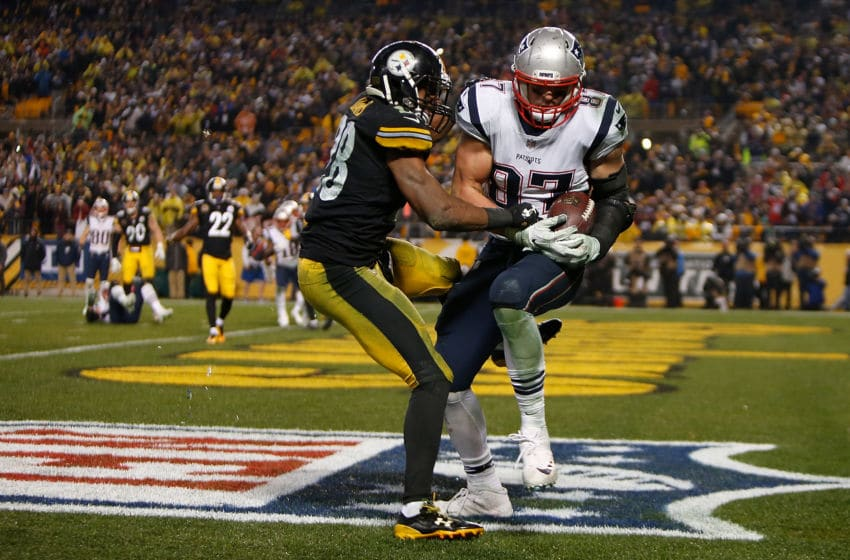 PITTSBURGH, PA - DECEMBER 17: Rob Gronkowski #87 of the New England Patriots catches a pass in front of Sean Davis #28 of the Pittsburgh Steelers for a two point conversion in the fourth quarter during the game at Heinz Field on December 17, 2017 in Pittsburgh, Pennsylvania. (Photo by Justin K. Aller/Getty Images)