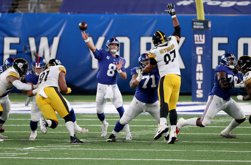 EAST RUTHERFORD, NEW JERSEY - SEPTEMBER 14: Daniel Jones #8 of the New York Giants throws a pass against the Pittsburgh Steelers during the first quarter in the game at MetLife Stadium on September 14, 2020 in East Rutherford, New Jersey. (Photo by Al Bello/Getty Images)